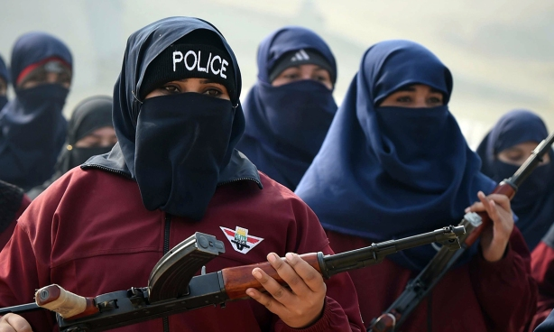 PAKISTAN-UNREST-POLICE-WOMEN