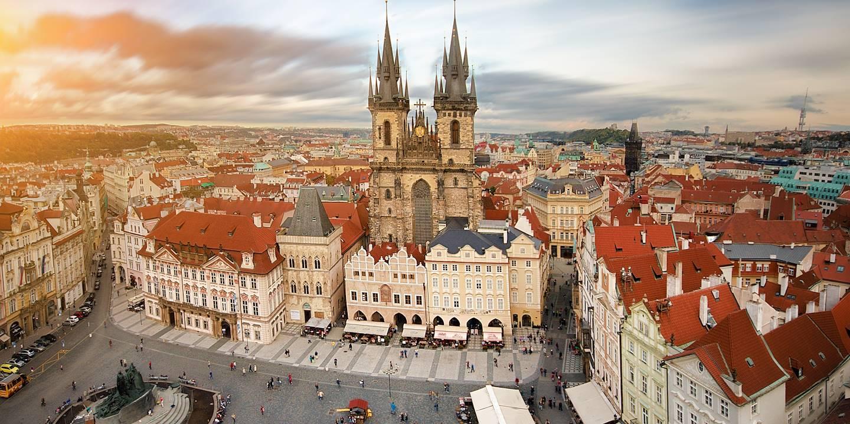 vue-de-la-place-du-marche-dans-la-vieille-ville-prague-republique-tcheque-463472-1440x720